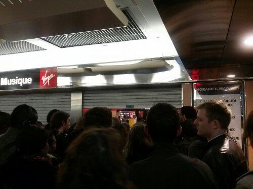 Entrée au compte-goutte au Virgin La Défense
